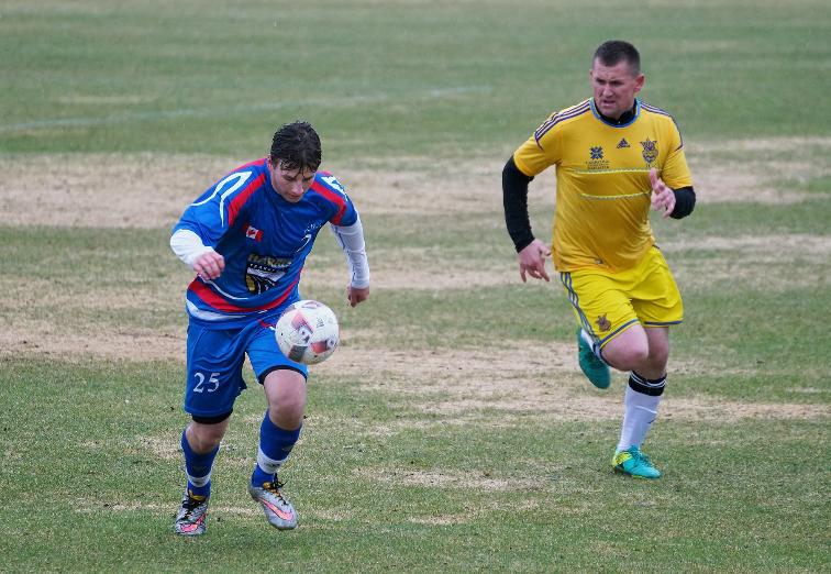 В Виннипеге сыграли в футбол команды FC Russia и Ipac Ukraina