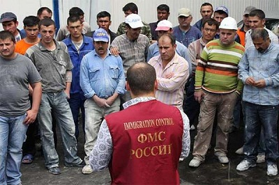 В России нелегалам становится все сложнее найти работу на рынке труда