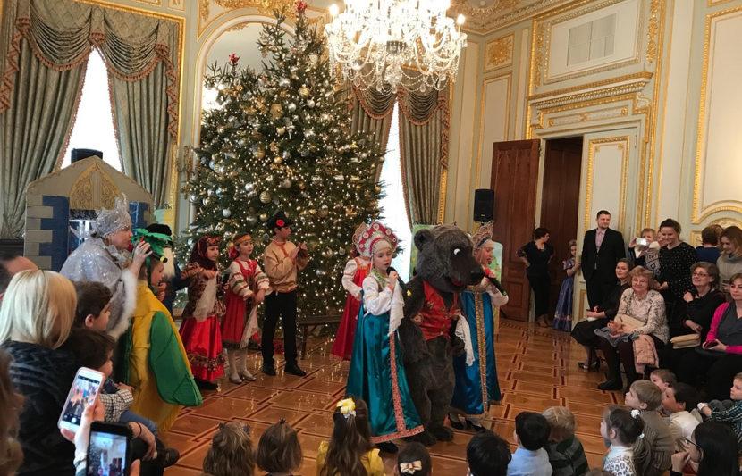 В генконсульстве РФ в Нью-Йорке прошел новогодний мюзикл для русскоговорящих детей