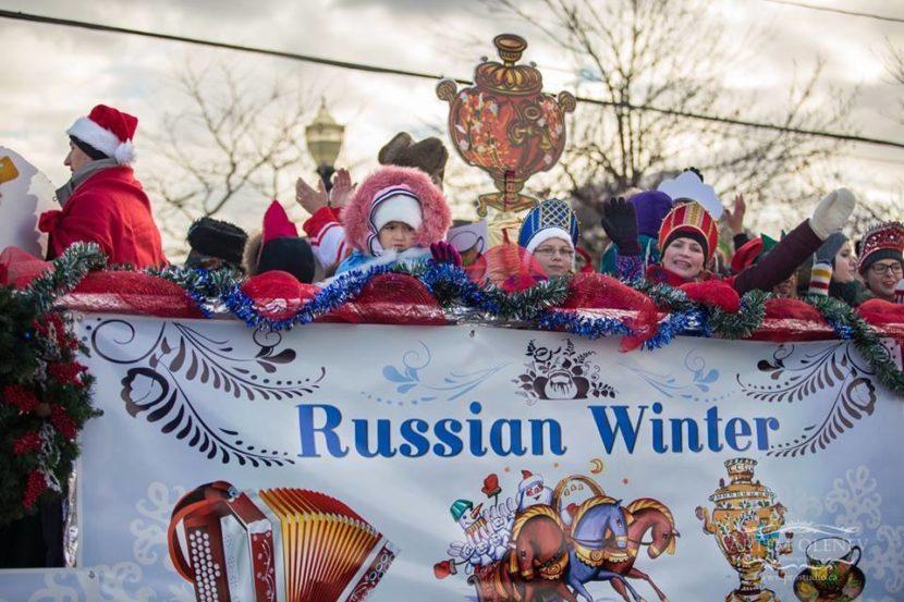 Парад Санта Клауса и Рождественская платформа «Русская зима»