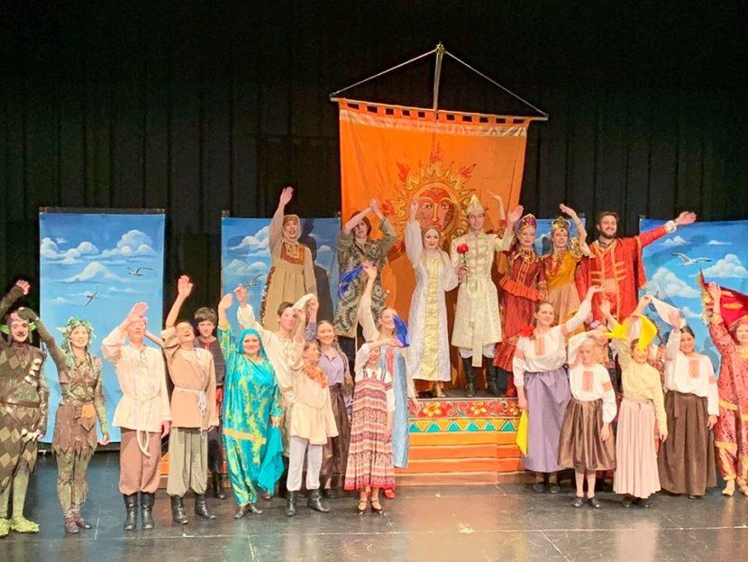 «Аленький цветочек» подарил детям Торонто Русский Молодежный театр
