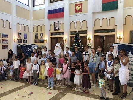 Посольство РФ на Мадагаскаре поздравило с наступающими праздниками соотечественников и православных