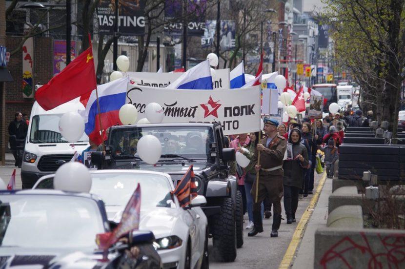 Бессмертный полк в центре Торонто:  фото-история Вадима Мартыненко