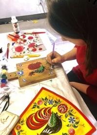 «Учу детей русским народным росписям». Урок живописи в канун Дня защиты детей прошел в Монреале