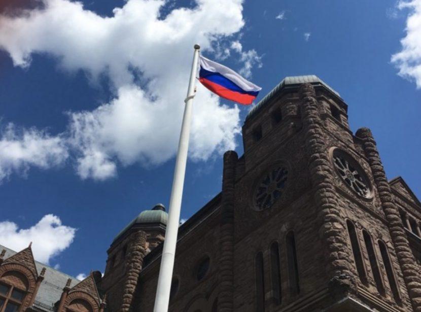 Поднятием флага России соотечественники в Канаде отметили День России