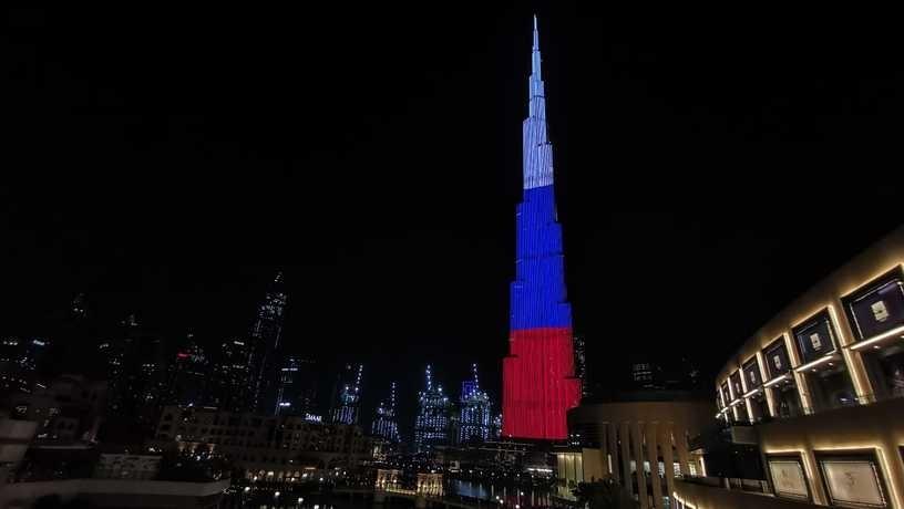 Дубай поздравил россиян с национальным праздником
