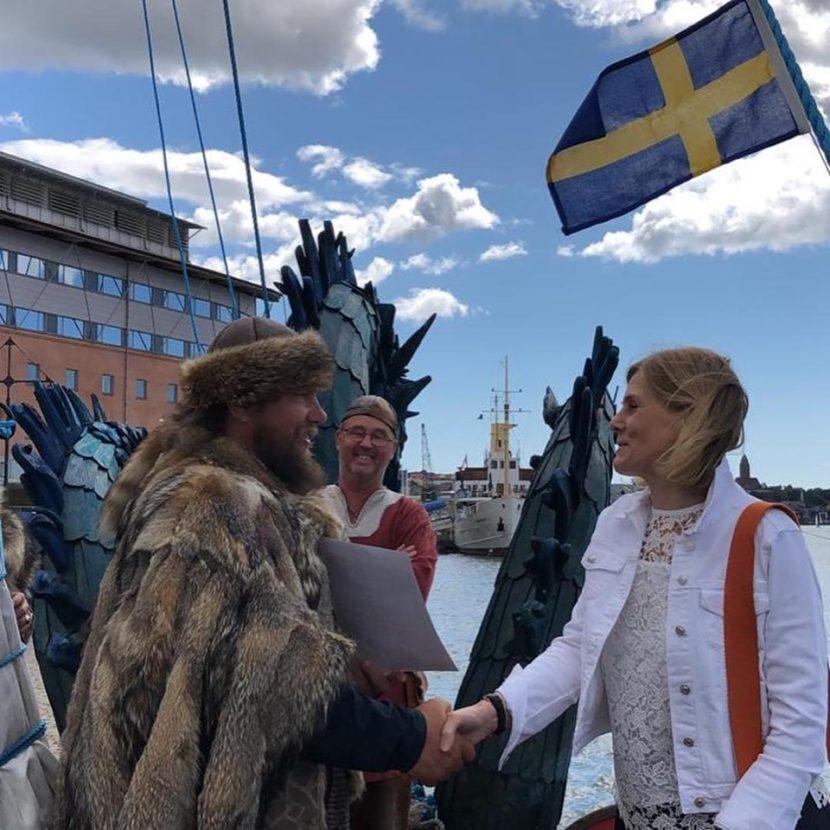 Экипаж древнерусской ладьи «Змей Горыныч» встречали в Швеции