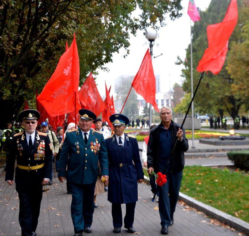 В Запорожье прошел митинг ко дню освобождения от немецко-фашистских захватчиков