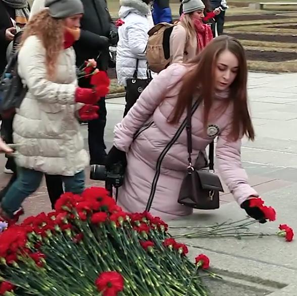 «Никто не забыт»… Участники Медиафорума «Диалог культур» возложили цветы