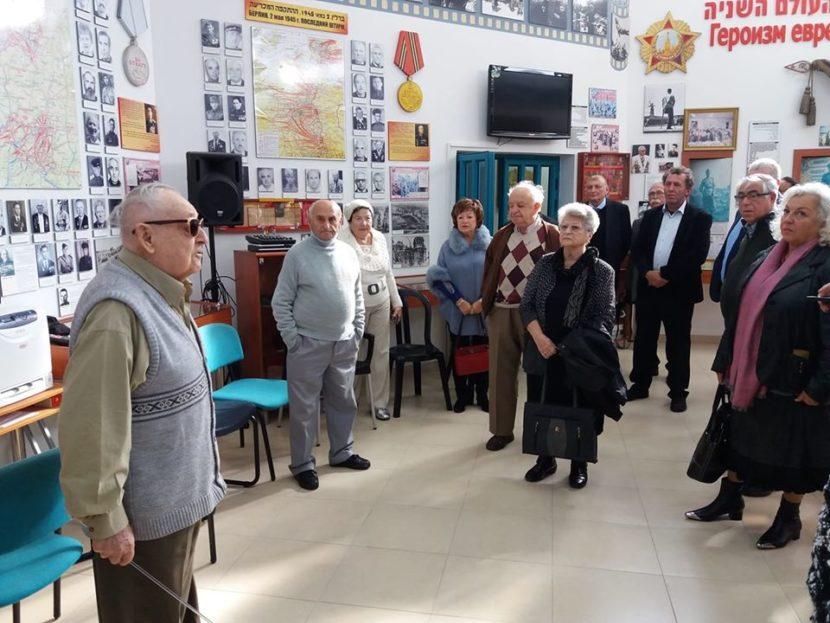 Экскурсию по музею памяти Холокоста провел 95-летний ветеран