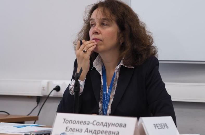 Елена Тополева получила премию Правительства РФ в области СМИ за 2019 год