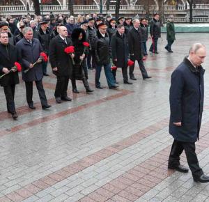Неизвестному солдату отдали почести в День защитника Отечества