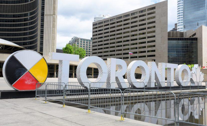 Над Торонто поднялся флаг России