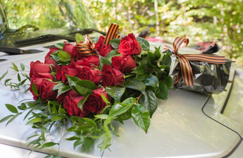В Канаде соотечественники возложили цветы к мемориалу Советского солдата