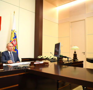 Путин поручил начать масштабную вакцинацию от COVID-19 со следующей недели