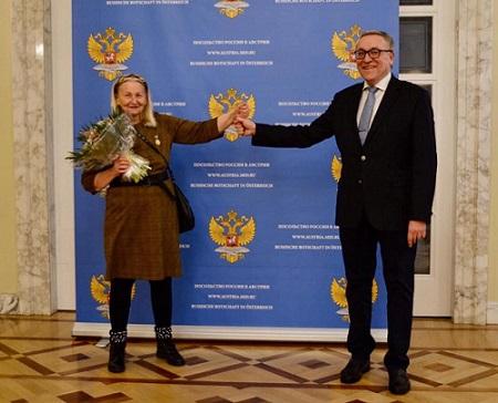 Почетный знак соотечественника вручен председателю КСОРС Австрии Ирине Мучкиной