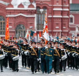 Победителям «Диктанта Победы» подарят билеты на парад Победы в Москве в 2022 году