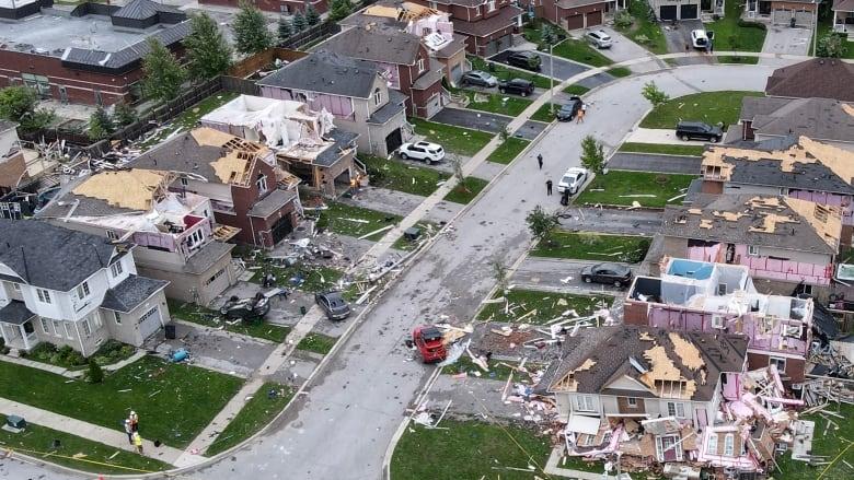 Торнадо в Барри, Онтарио. Наши соотечественники не оставляют пострадавших в беде